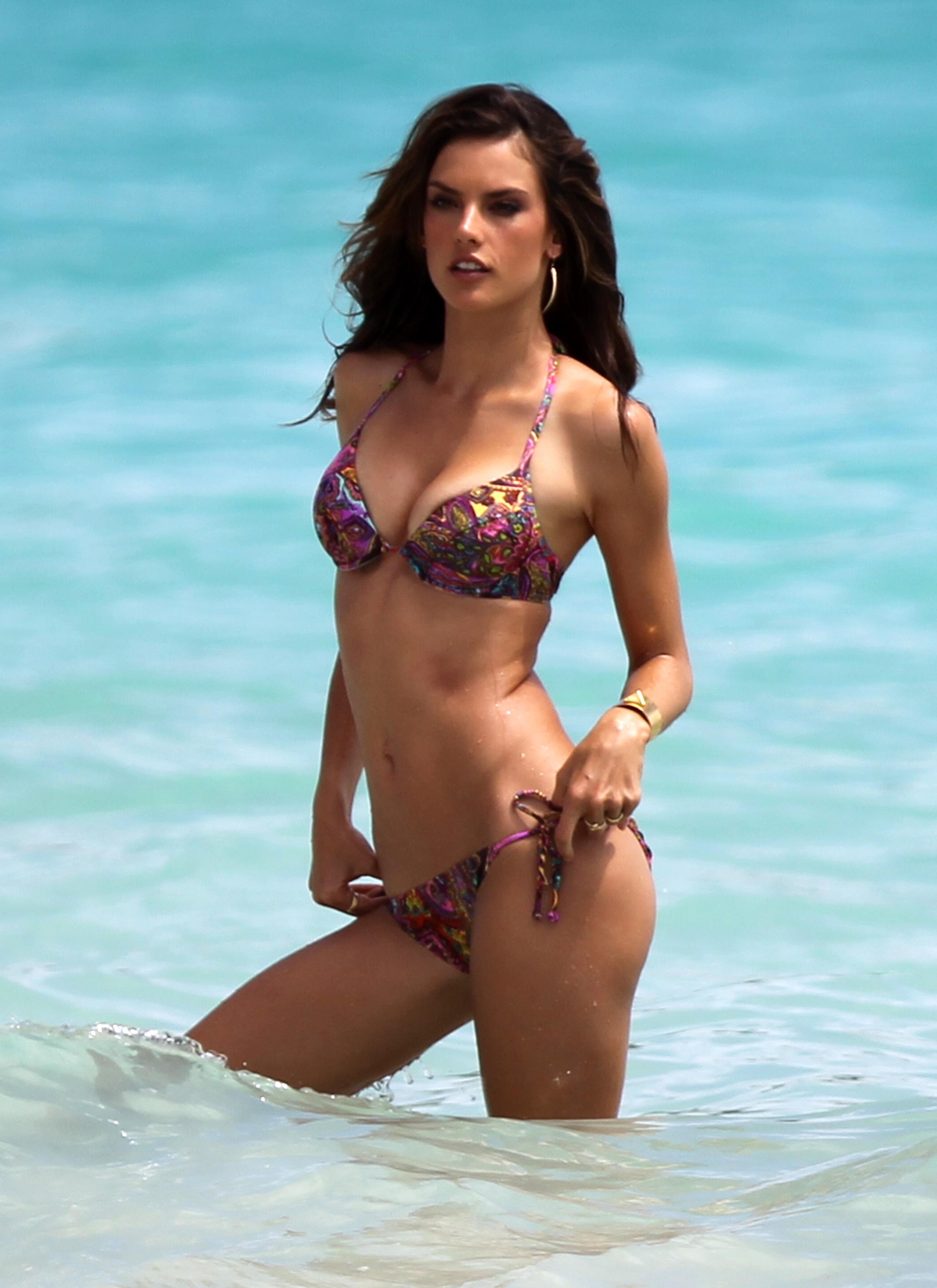 Alessandra Ambrosio Bikini Nude Photos 18