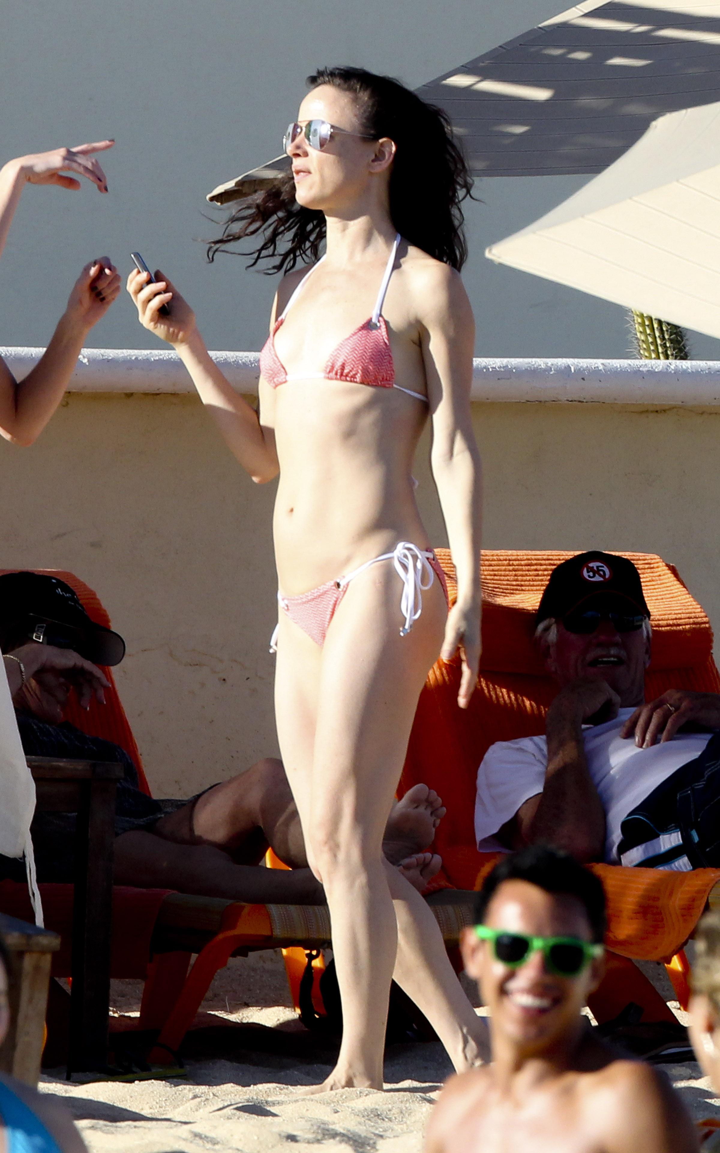 juliette lewis bikini butts celebs and amateurs